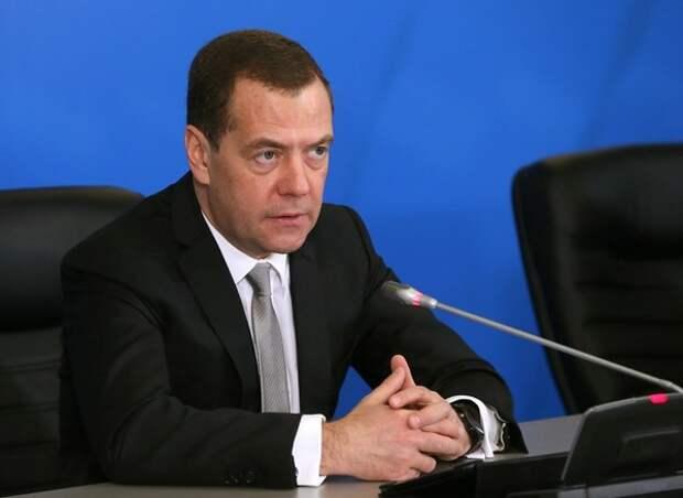 """Медведев призвал Роскосмос """"меньше говорить и больше делать"""""""