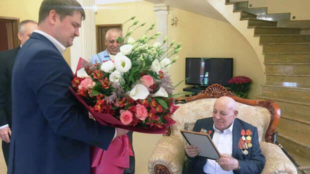 Бравшего Берлин ветерана поздравили со столетием в Ереване