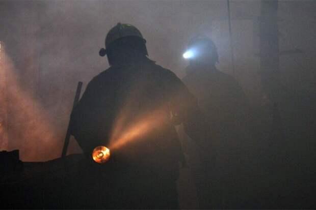 Ангар развлекательного парка горит на 200 кв.м. в Москве