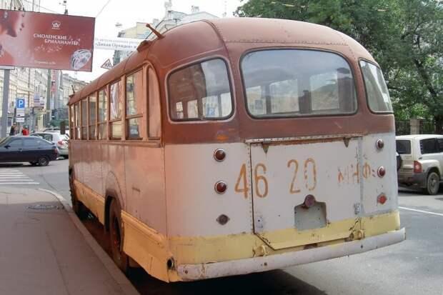 На корме автобуса ещё долго сохранялся прежний госномер: 46-20 мнф. 2006 год, фото Дениса Медведкова ЗИЛ-158В, авто, автобус, зил, лиаз, олдтаймер, реставрация, рето автобус
