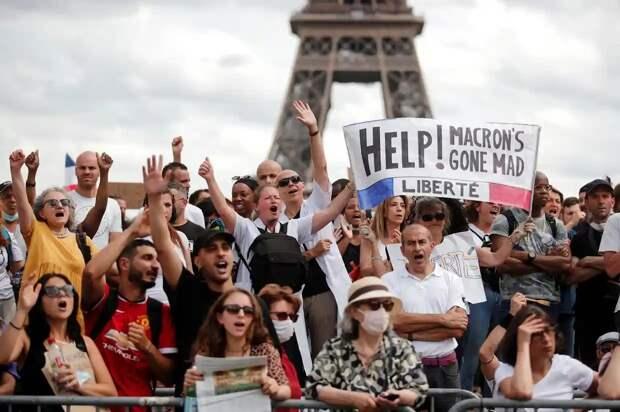 Сенат пошел на уступки после протестов против COVID-пропусков во Франции