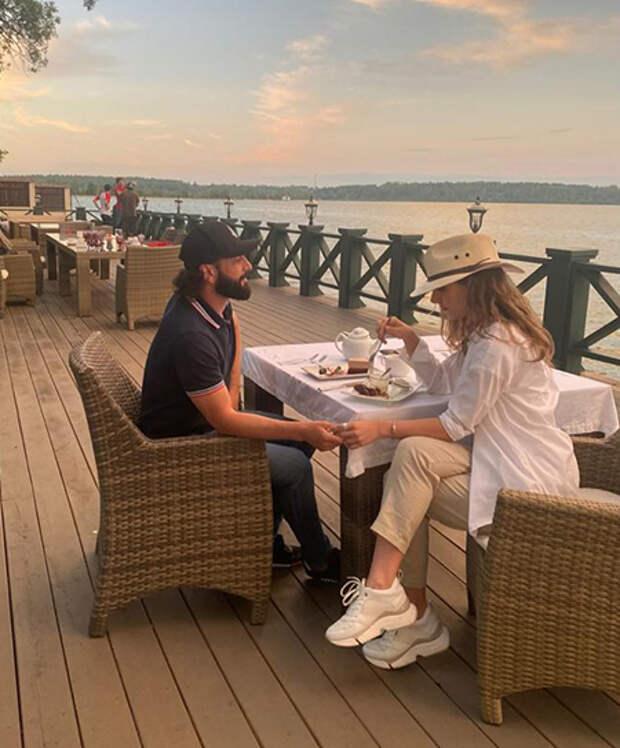 25-летняя Елизавета Арзамасова встречается с 46-летним Ильёй Авербухом
