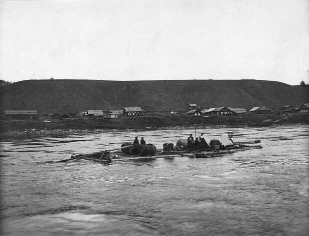 Плот на реке Лена, нач. ХХ века | Фото: Иван Попов