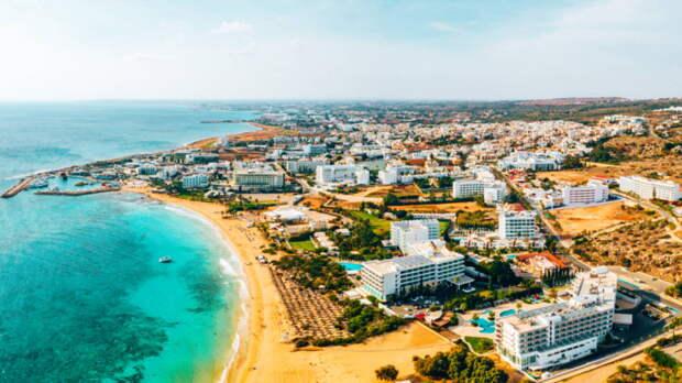 Для привитых от COVID-19 туристов на Кипре отменили самоизоляцию