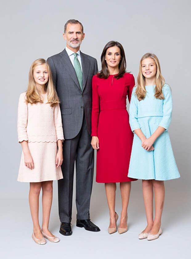 Дочь короля Филиппа и королевы Летиции Леонор впервые посетила официальное мероприятие без родителей
