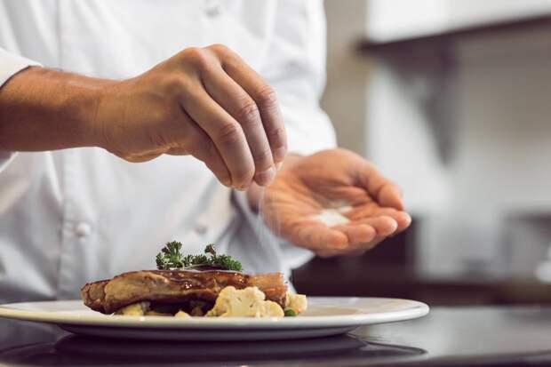 7 ресторанных уловок, на которые ведутся все