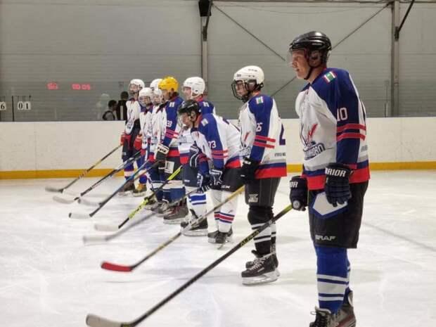 Хоккеисты из Молжаниновского сразились с командой прожекторного завода