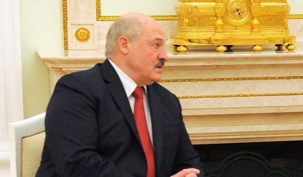 Политологи назвали варианты и сценарии отставки Лукашенко