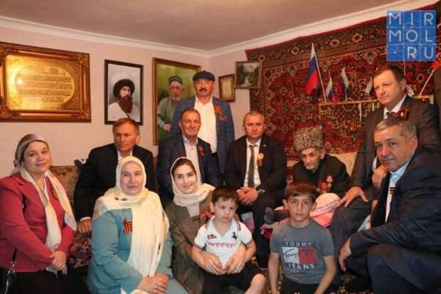 В Казбековском районе поздравили инвалида Великой Отечественной войны Абдурахмана Магомедова