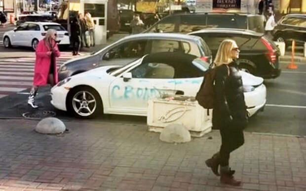 Блондинка изуродовала  Porsche экс-возлюбленного топором и краской