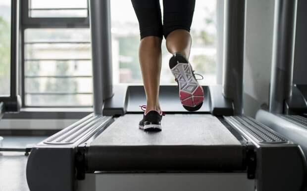 treadmill-woman-legs-fitness