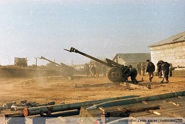 Армянские и Азербайджанские солдаты в Карабахской войне, 1991-1994 годы.
