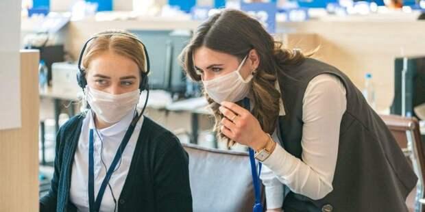 Более 8 тыс соцрабоников и волонтеров помогают москвичам на самоизоляции. Фото: mos.ru