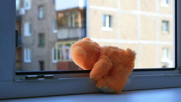 В Краснодаре 10-летний мальчик выпал из окна