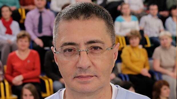 Доктор Мясников разрешил россиянам выпивать после вакцинации от COVID-19