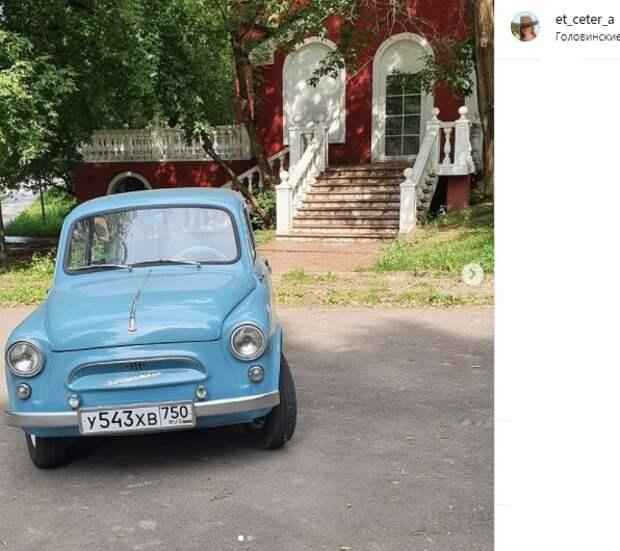 Фото дня: ретро-автомобиль у усадьбы «Михалково»