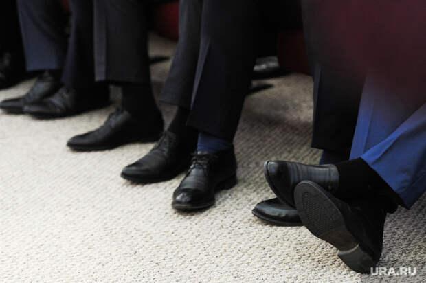 Экономисты поспорили, есть ли у россиян деньги на обувь. Одни обвиняют опрос Росстата во лжи, другие его оправдывают
