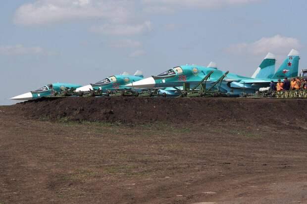 Су-34 и Ан-26 отработали посадку на строящейся магистрали в Татарстане