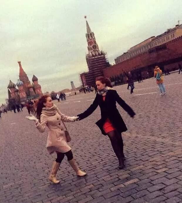 """Бахыт Компот и """"Куклы"""" – «Я шагаю по Москве», 1999 год"""