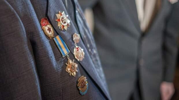 Ветеран ВОВ дал залп из пушки Нарышкина бастиона в Петербурге