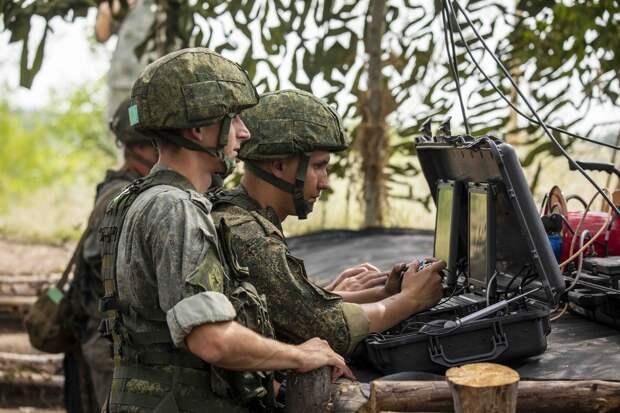 Около тысячи российских военных в Таджикистане проводят учения