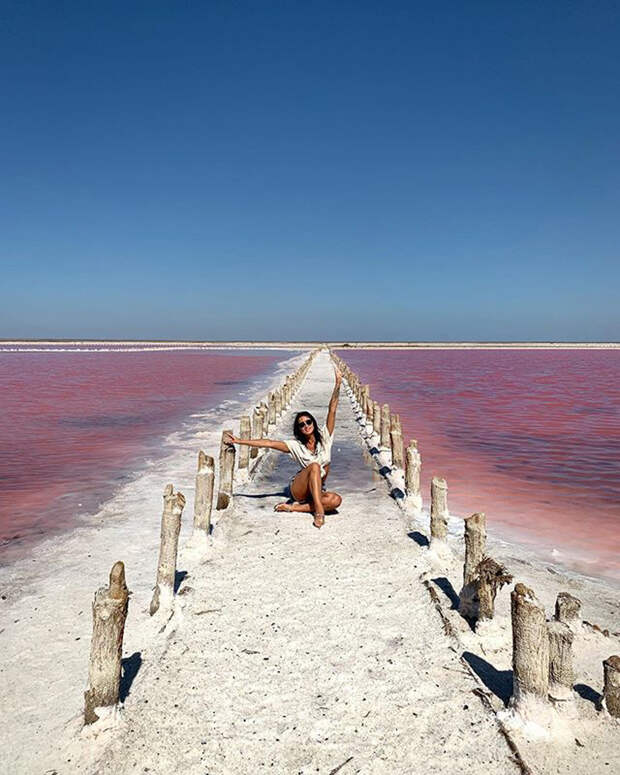 Розовое озеро в Крыму взорвало инстаграм (ФОТО)