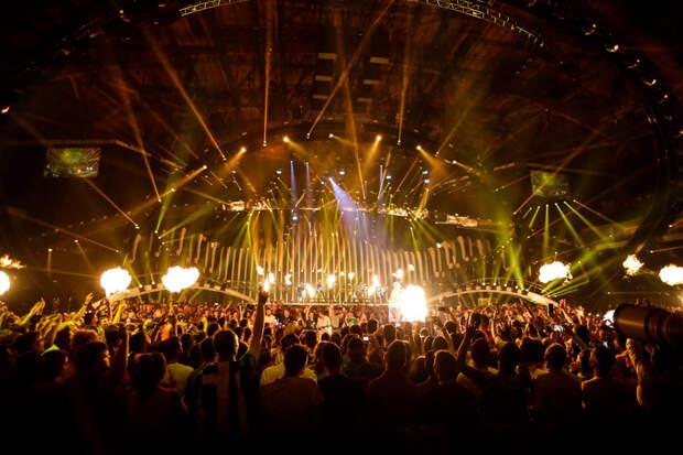 Манижа появилась накрасной дорожке «Евровидения» вкокошнике