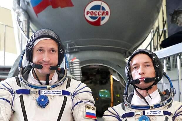Экипаж МКС вернулся на Землю (ВИДЕО)