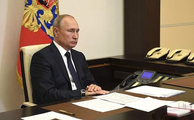 Путин возмутился несвоевременными мерами властей по разливу нефти в Норильске