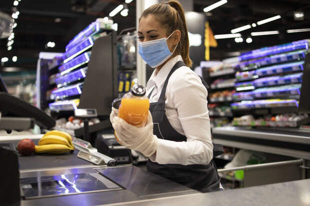 Польский профсоюз потребовал вакцинировать работников сферы торговли