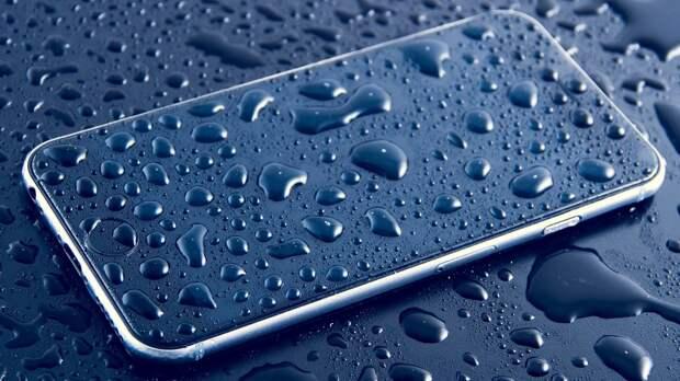 Эксперт по ремонту техники рассказал, как спасти утопленный смартфон