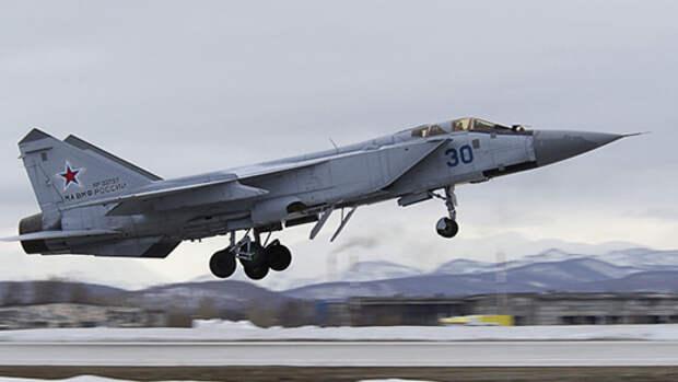 Россия подняла в воздух МиГ-31 для сопровождения самолета США над Тихим океаном