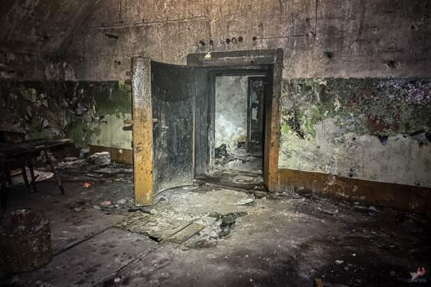 Бронированная дверь.