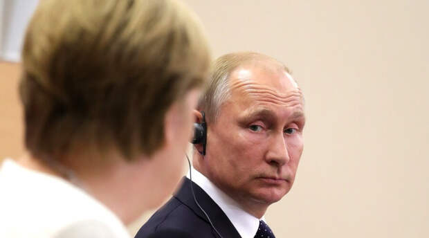 Евросоюз после ночных переговоров не поддержал идею позвать Путина на саммит. Меркель осталась недовольна