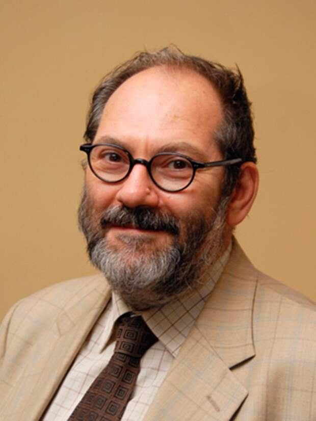 Борис Зингерман, фото из открытых источников (https://spbmiac.ru/ot-ehlektronnykh-dokumentov-k-cifrovym-servisam/)