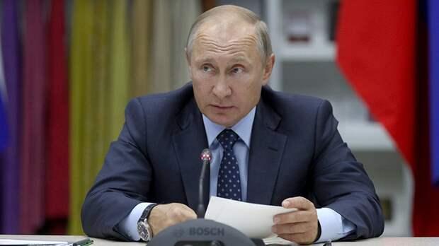 Путин поручил установить нормативы минимального оклада медиков