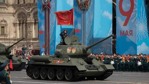 Онищенко назвал парад Победы на Красной площади безопасным с точки зрения мер по COVID-19