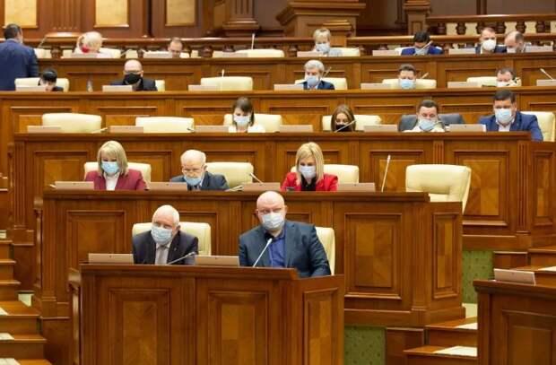 Парламент принял декларацию о захваченном характере Конституционного суда