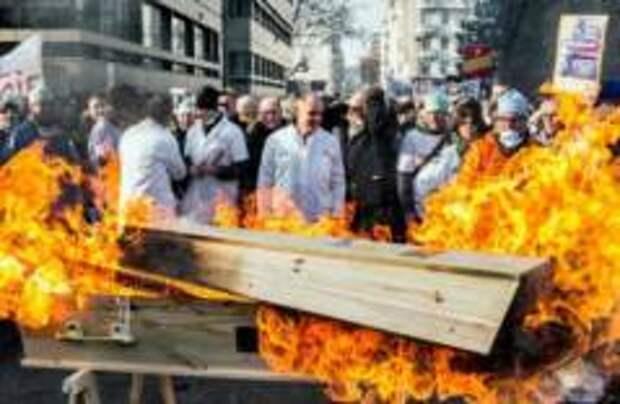 Более 600 главврачей уволились во Франции