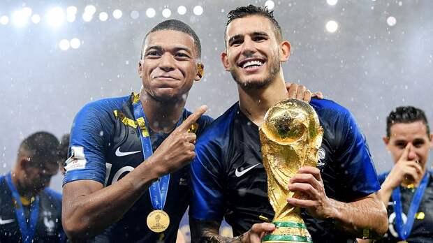 Защитник сборной Франции Лукас Эрнандес избежал серьезной травмы колена