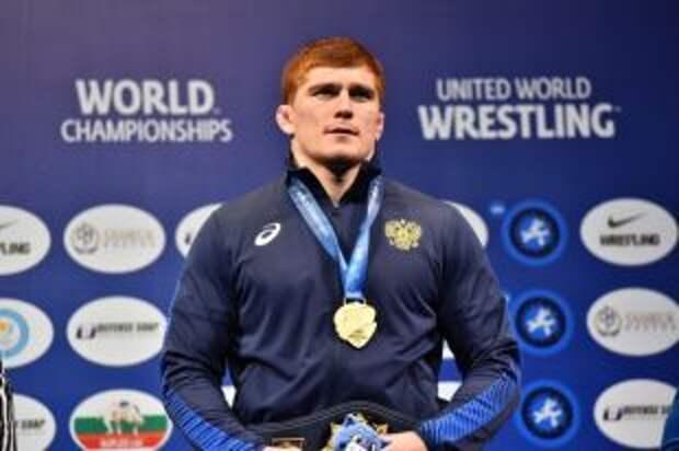 Евлоев вышел в финал ОИ по греко-римской борьбе в весе до 97 кг