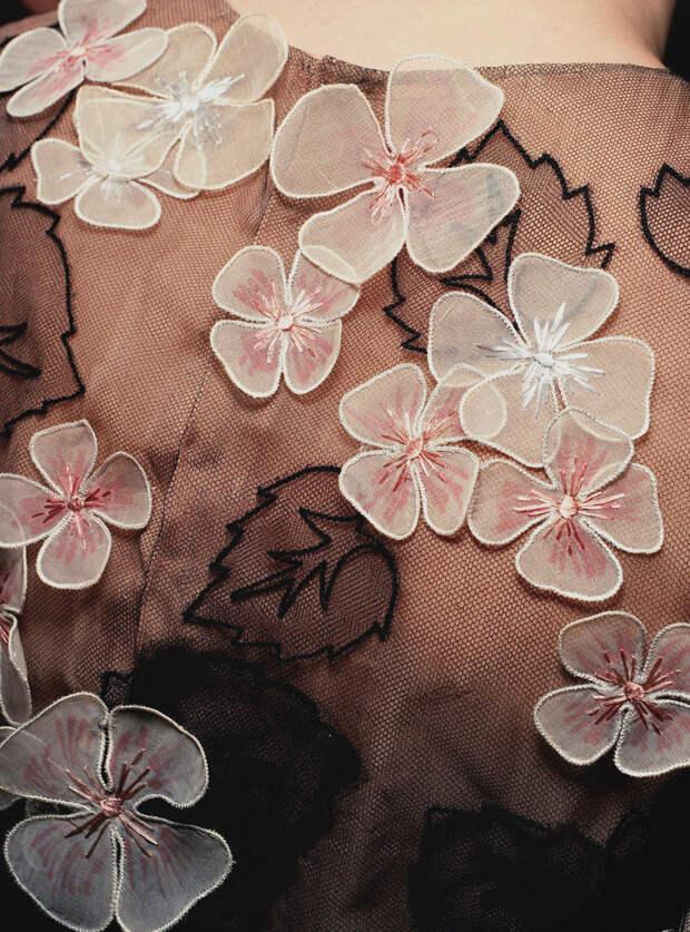 Цветы из ткани в работах дизайнеров и мастеров вышивки, фото № 17