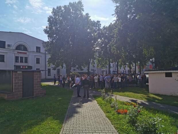 ⚡️Заводы по всей Беларуси объявляют забастовку. Рабочие требуют честных выборов