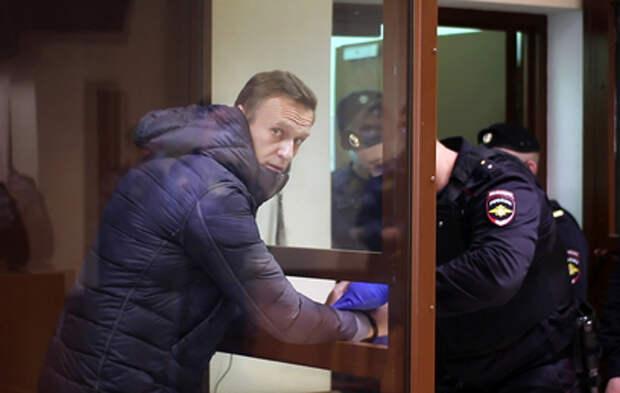 Суд признал законной замену Навальному условного срока реальным