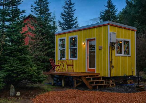 Женщина сама построила крошечный дом, чтобы на пенсии не скитаться по съёмному жилью.