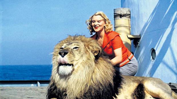 Маргарита Назарова и лев Васька