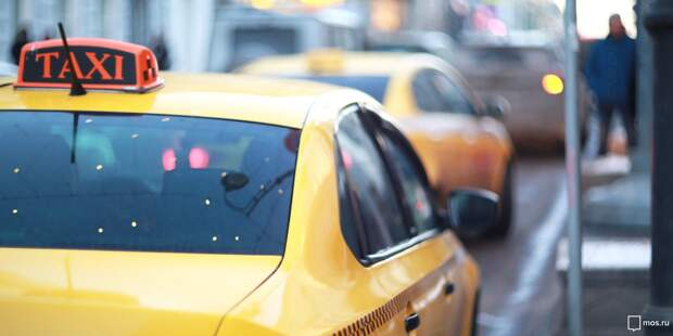 Автобус въехал в такси на Берёзовой аллее