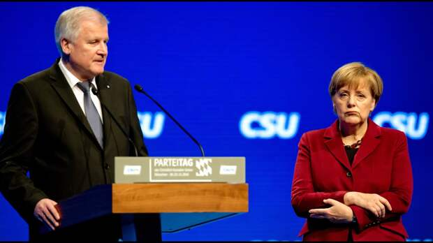 Глава МВД Германии демонстративно отказался пожимать руку Ангеле Меркель