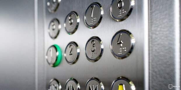В подъезде дома на Дежнёва отмыли кабину лифта