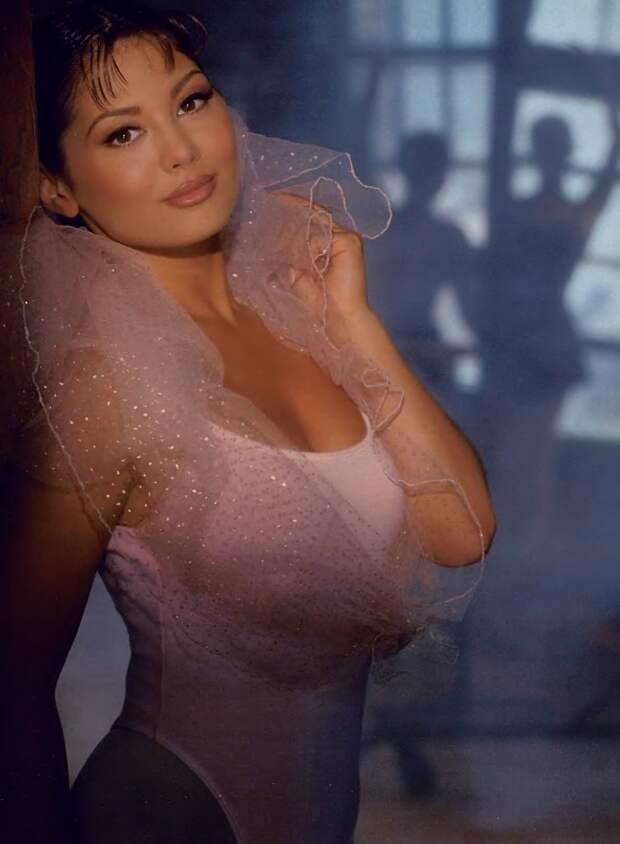 Красотка из 90-ых Лиза Мари Скотт.